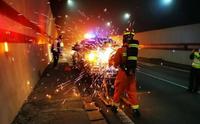 隧道交通事故失火如何处理?